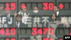 Lo ngại về vấn đề nợ làm triển vọng tín dụng của Nhật bị hạ thấp