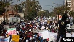 Une manifestation de l'opposition à Dakar, Sénégal, 17 avril 2013.
