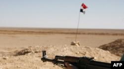 Sirijski vojnik na granici sa Irakom