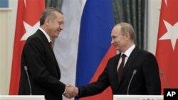 Turski premijer Redžep Tajip Erdogan i ruski predsednik Vladimir Putin na konferenciji za novinare u Kremlju.