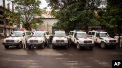 Ambulans untuk membantu menangani Ebola bagi pemerintah Sierra Leone dari pemerintah AS.