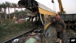 15일 이집트 바드라신의 열차 탈선 사고 현장.