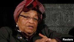 La présidente du Libéria, Ellen Johnson-Sirleaf, a annoncé la levée de l'état d'urgence, imposé en août (Reuters)