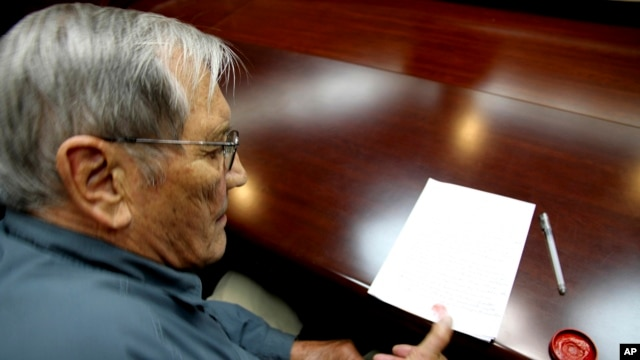 Noth Korea Detained AmericanIn this photo released by the Korean Central News Agency Nov. 30, 2013, U.S. citizen Merrill Newman, 85, applies his thumb print to a document North Korean authorities say was an apology Newman wrote and read in North Korea, No