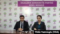 Seçim sonuçlarını değerlendiren HDP Eş Başkanları Figen Yüksekdağ ve Selahattin Demirtaş