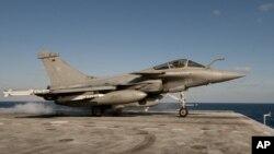 항공모함 드골 호에서 출격하는 프랑스 전투기