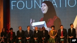 The finalists listen to Palestinian primary school teacher Hanan al-Hroub speak after she won the second annual Global Teacher Prize, in Dubai, United Arab Emirates, Sunday, March 13, 2016. Al-Hroub who encourages students to renounce violence won a $1 million prize for teaching excellence.