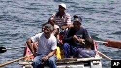 Trong năm 2014, tuần duyên Hoa Kỳ đã bắt được hơn 2.000 di dân Cuba mạo hiểm vượt biển chạy trốn chế độ cộng sản bị Mỹ cấm vận kinh tế nhiều chục năm nay.