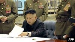 Le leader nord-coréen Kim Jong-Un multiplie les menaces, que Washington dit prendre au sérieux