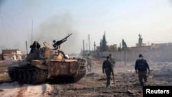 效忠叙利亚领导人阿萨德的军队在阿勒颇。(资料照)