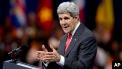 El secretario Kerry dice que Ucrania está lista para un cese el fuego con los separatistas prorrusos.