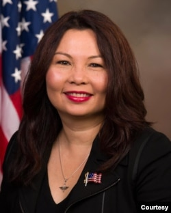 美國民主黨籍聯邦參議員達克沃斯(Sen. Tammy Duckworth, D-IL)