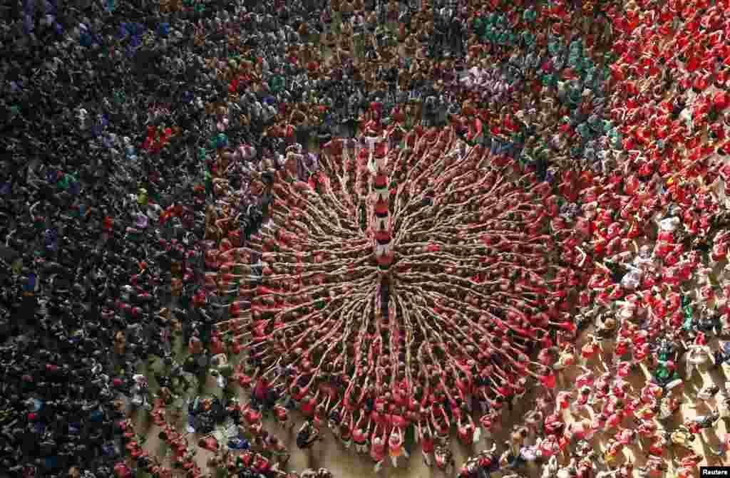 스페인 타라고나에서 '인간탑 쌓기' 대회가 열렸다.