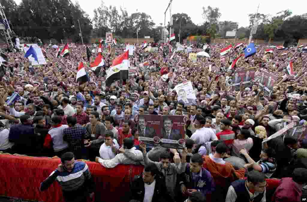 صدر مرسی کے حامیوں کا ایک بڑا اجتماع