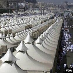 Tenda-tenda para jemaah haji di Padang Arafah.