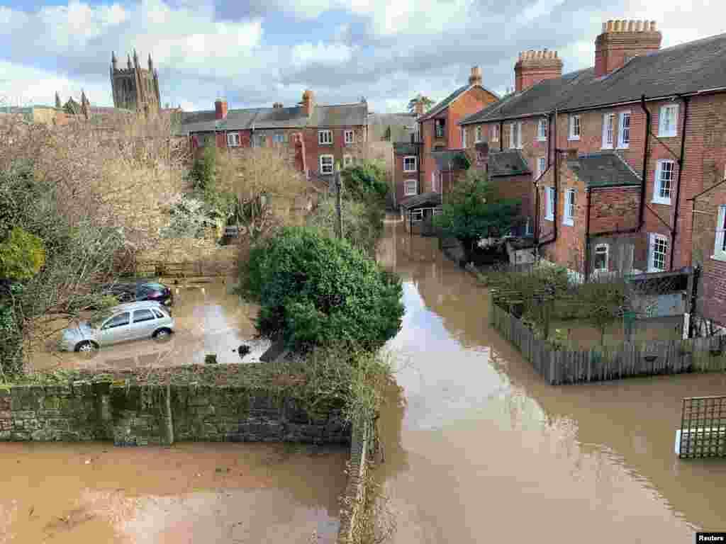 یک منطقه مسکونی آسیب دیده از سیلاب در هرفورد، بریتانیا