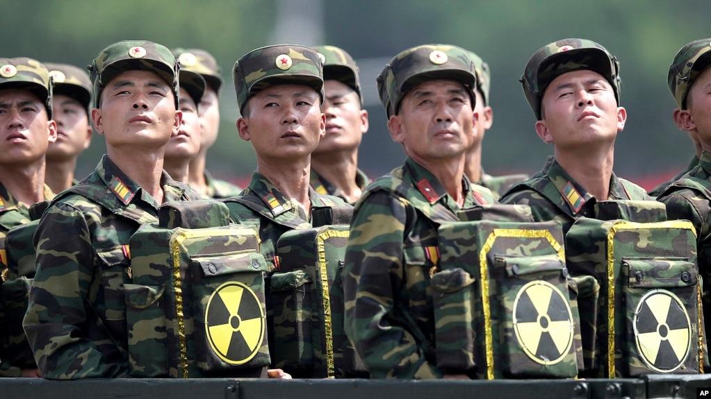 Các binh sĩ Bắc Hàn trong một buổi lễ duyệt binh.