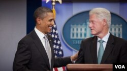 El presidente Barack Obama y el ex presidente Bill Clinton respondieron las preguntas de los medios.