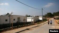 """2014年8月31日以色列婦女走在伯利恒附近猶太人定居被稱""""格瓦歐特""""的街道上"""