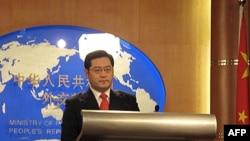 """Phát ngôn viên Tần Cương nói rằng Trung Quốc đã ghi nhận các tin tức và đang """"cứu xét vấn đề"""""""