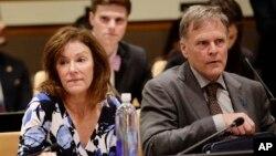 북한에 억류됐다 사망한 미국 대학생 오토 웜비어의 부모 프레드 웜비어(오른쪽)와 신디 윔비어가 지난 5월 뉴욕 유엔본부에서 열린 북한 인권 심포지엄에서 증언했다.