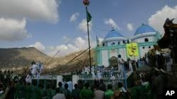 کابل میں سخی کے مقبرے پر جشن نو روز کی تقریبات کے لیے بڑی تعداد میں لوگ جمع ہیں۔ فائل