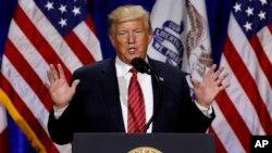 Durante la campaña de 2016 que llevó al presidente Donald Trump al poder, su hijo, Donald Trump Jr., se reunió con un abogado ruso que ofreció información negativa sobre la candidata demócrata Hillary Clinton.
