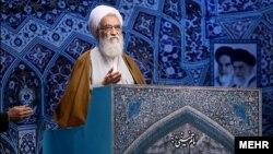 آیت الله موحدی کرمانی پس از سال ۸۸ و غیبت هاشمی رفسنجانی از نماز جمعه به جمع امامان جمعه تهران اضافه شد.