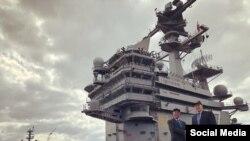 Phó Trợ lý Ngoại trưởng Mỹ Patrick Murphy Đại sứ Phạm Quang Vinh thăm tàu sân bay USS George H.W. Bush đang đậu ngoài khơi thành phố Norfolk, bang Virginia.