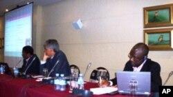 Da esquerda para a direita: Filomeno Vieira Lopes, Nelson Pestana Takawira Musavengane