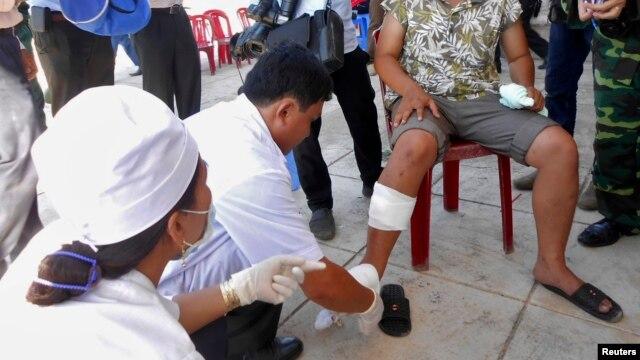 Ngư dân Việt Nam bị thương trong một vụ đâm va với tàu Trung Quốc hồi năm ngoái.