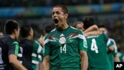 El Atlético de Madrid y el Inter de Milán se disputan al jugador mexicano Javier 'Chicharito' Hernández.