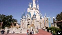 Lâu đài của công chúa Cinderella tại Magic Kingdom, Walt Disney World ở Lake Buena Vista, Florida.