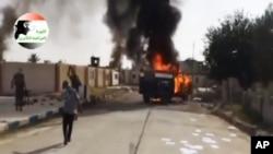 Tikrit'in kuzeyinde bir askeri üssü ateşe veren IŞİD militanları