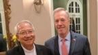 Giám mục Nguyễn Thái Hợp và cựu Đại sứ Mỹ Ted Osius tại Hà Nội. (Ảnh chụp từ Facebook Ted Osius)