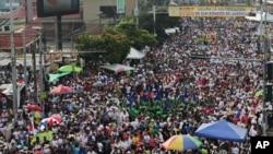 数十万信徒星期六聚集在萨尔瓦多首都,一同见证了已故大主教奥斯卡·罗梅罗的宣福礼
