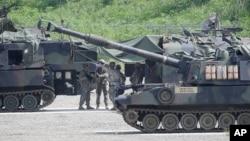 18일 한국 비무장지대(DMZ) 인근 포천에서 미군이 연례 미·한 연합훈련인 을지프리덤가디언 연습을 준비하고 있다.