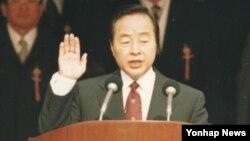 1993년 대통령 취임선서를 하던 당시의 김영삼 전 대통령