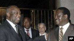 Laurent Gbagbo President sortant de la Cote d'Ivoire (à gauche) et Raila Odinga Premier Ministre Kenyan et médiateur de l'Union Africaine (à droite), 17 Jan 2011.