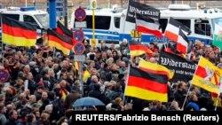 Manifestation des partisans d'extrême droite à Berlin, le 3 octobre 2018.