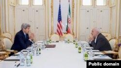 Ngoại trưởng Mỹ John Kerry và Ngoại trưởng Iran Javad Zarif trước cuộc hội đàm tại Vienna, ngày 30/6/2015.