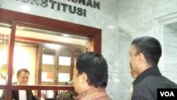Aktivis dan korban pidana penodaan agama mengajukan uji materi UU Penodaan Agama ke Mahkamah Konstitusi. (Foto: VOA)