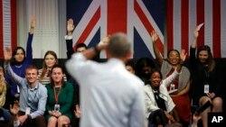 Le président américain Barack Obama répond aux questions lors d'une réunion avec des jeunes leaders, un programme de l'ambassade des Etats-Unis au Royaume-Uni, à Lindley Hall, à Londres, 23 avril 2016. (AP Photo / Matt Dunham)
