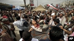 A wounded anti-government protester, who died from his wounds, is carried to a field hospital during clashes with security forces in Sana'a, Yemen, March 18, 2011