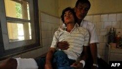 Một người đàn ông theo Phật giáo trong bang Rakhine bị thương đang được chữa trị tại một bệnh viện ở Sittwe, thủ phủ bang Rakhine