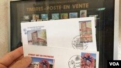 Phong bì và tem thư Polynesia phát hành ngày đầu tiên. (Ảnh: Bùi Văn Phú)