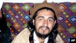 Pemimpin Taliban Pakistan Hakimullah Mehsud yang tewas oleh serangan AS (foto: dok). Taliban menunjuk pengganti Mehsud hari Minggu 3/11.