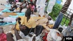 Banco de socorros de um hospital de Luanda