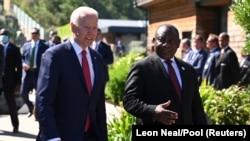 Prezida wa Reta Zunze Ubumwe z'Amerika Joe Biden kumwe na mugenzi wiwe wa Afurika y'Epfo Cyril Ramaphosa mu nama ya G7 yemerewemwo iyo ngabire