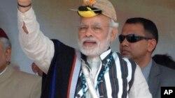 2015年2月20日印度总理莫迪身着传统服装访问阿鲁纳恰尔邦